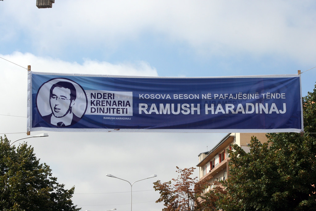Slogan podporujúci kandidatúru Ramusha Haradinaja. Zdroj: Quinn Dombrowski, flickr.com